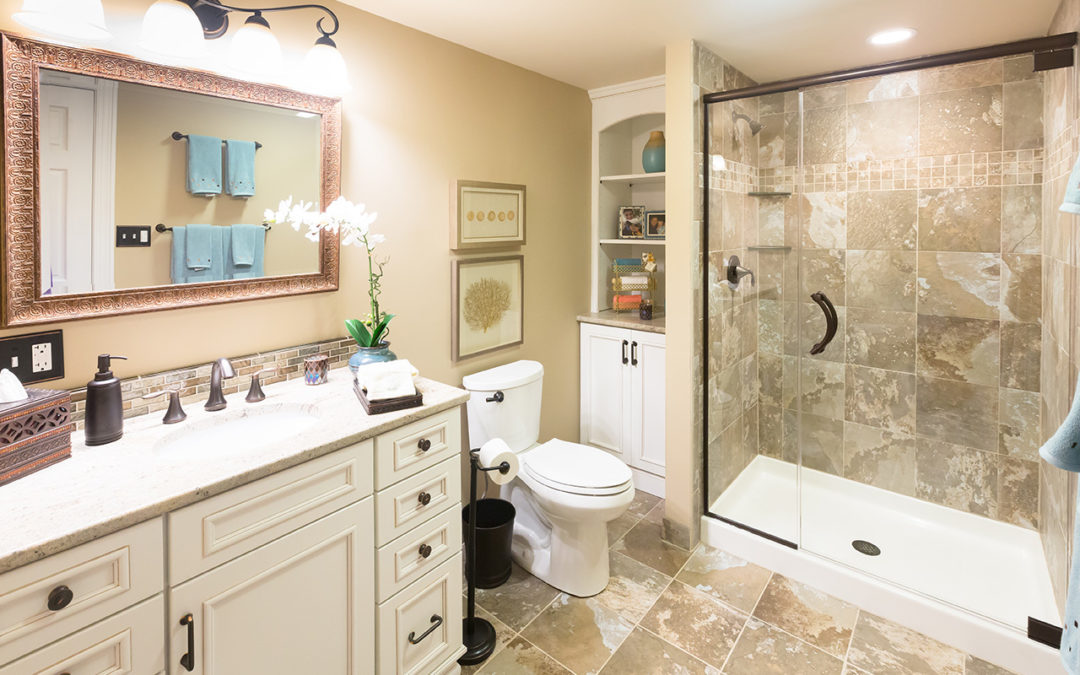 How to Decorate Your Small Bathroom to Appear Larger | White Oak ...