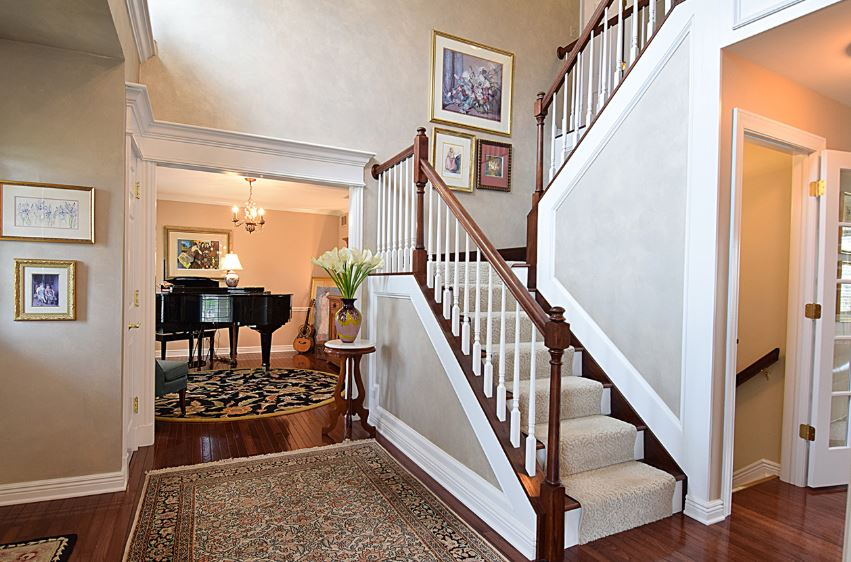 How to Dress Up the Staircase in Your Home