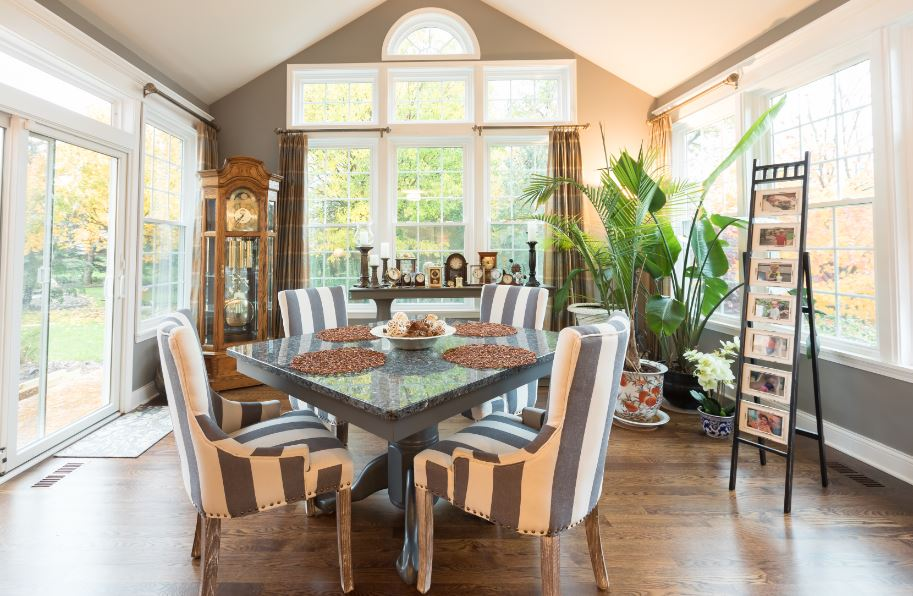 Round vs. Rectangular Dining Room Tables